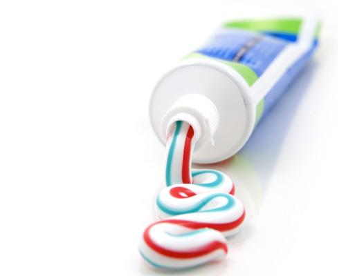 Тюбик с зубной пастой говорится - a tube of toothpaste