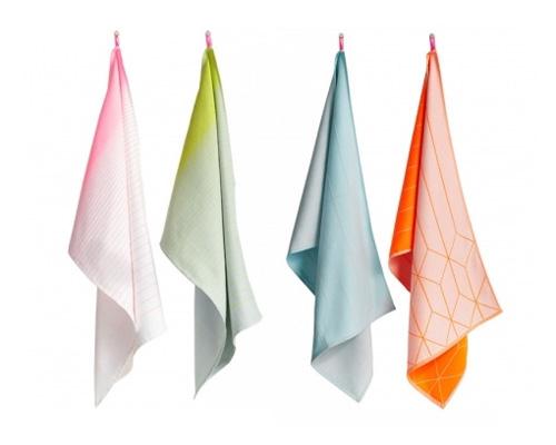 Кухонное полотенце по-английски - tea towel [tiː ˈtaʊəl]